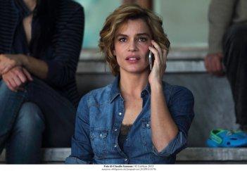 Qualcosa di nuovo: Micaela Ramazzotti al telefono in una scena del film