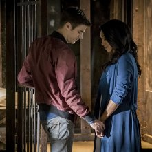 The Flash: un'immagine di Grant Gustin e Candice Patton in Flashpoint