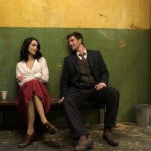 Timeless: un'immagine dei due protagonisti Abigail Spencer e Matt Lanter