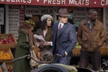 Timeless: Lucy (Abigail Spencer), Wyatt (Matt Lanter) e Rufus (Malcolm Barrett)