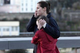 150 Milligrams: Sidse Babett Knudsen al telefono in una scena del film