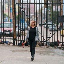 Fear the Walking Dead: Kim Dickens in una scena dell'episodio Date of Death
