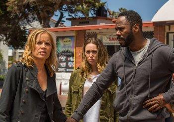 Fear the Walking Dead: una scena con Kim Dickens nell'episodio North