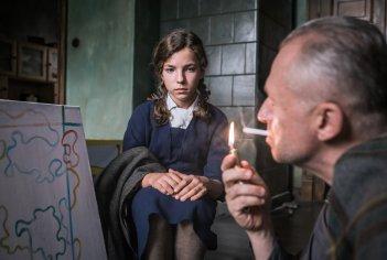 Afterimage: Boguslaw Linda e Zofia Wichłacz in una scena del film