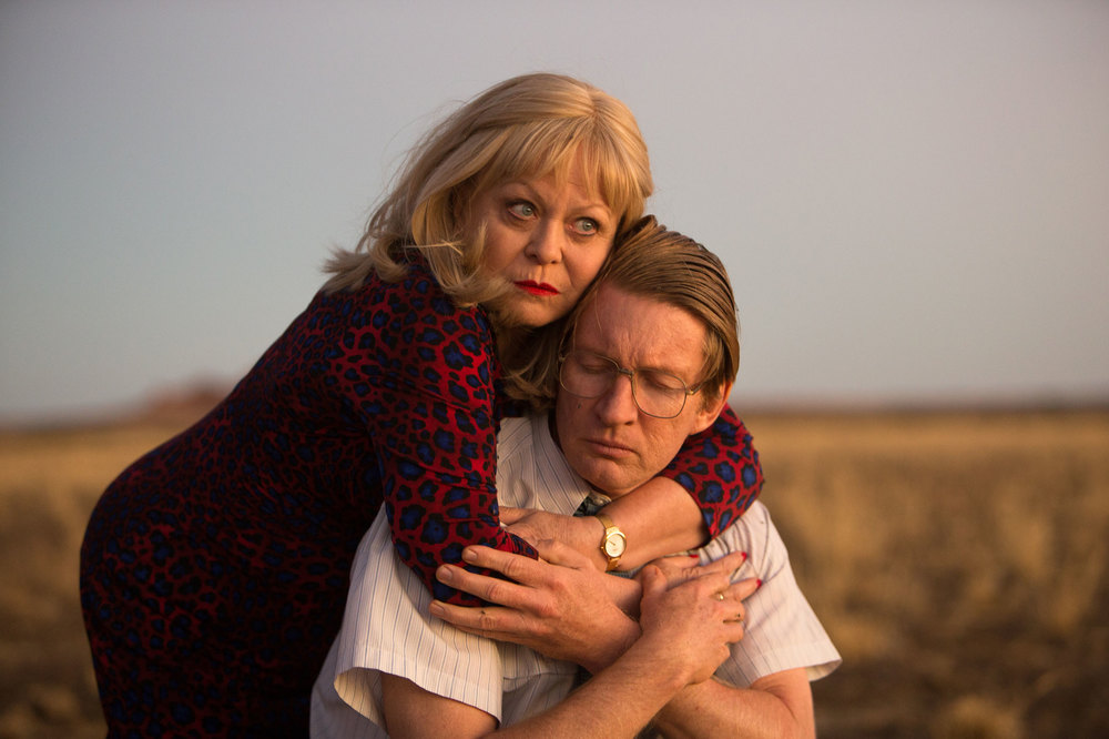 Goldstone: Jacki Weaver e David Wenham in una scena del film