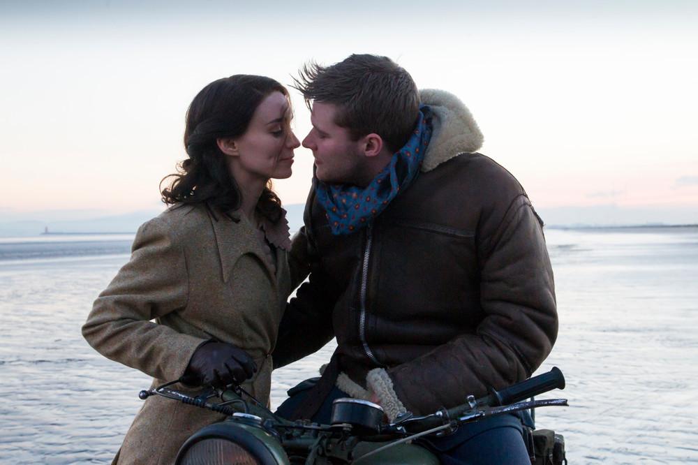 Il segreto: Rooney Mara e Jack Reynor in una scena del film