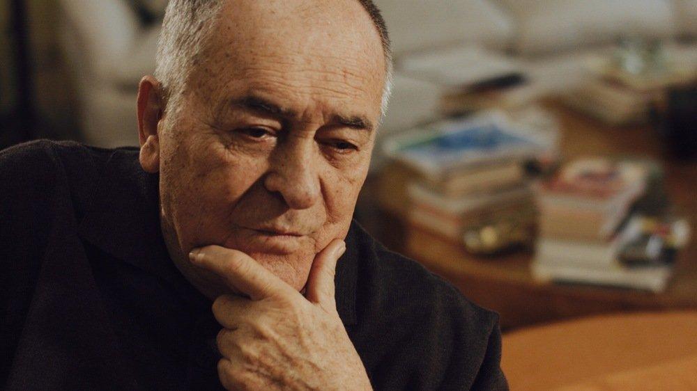 Cinque mondi: Bernardo Bertolucci in un'immagine del documentario