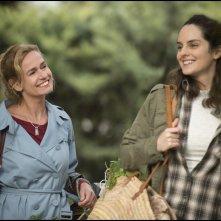 Heaven Will Wait: Noémie Merlant e Sandrine Bonnaire in una scena del film