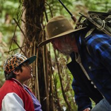Hunt for the Wilderpeople: Julian Dennison e Sam Neill in una scena del film
