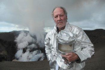 Into the Inferno: Werner Herzog in un'immagine promozionale