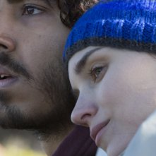 Lion: Dev Patel e Rooney Mara in una scena del film