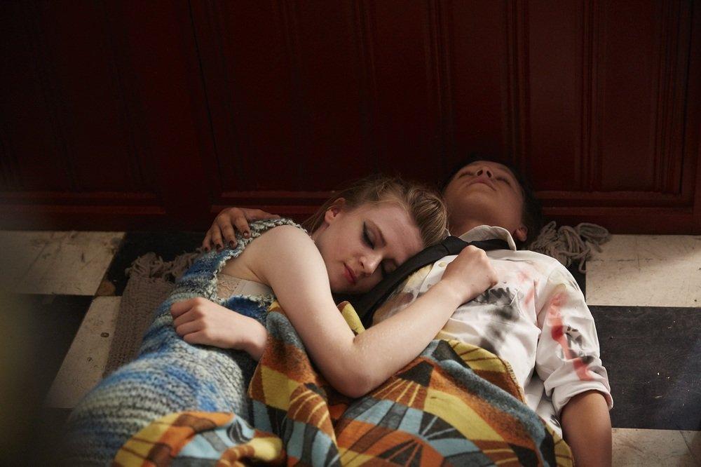 London Town: Nell Williams e Daniel Huttlestone insieme in una scena del film