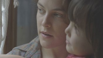 Lovesong: Riley Keough in una scena del film