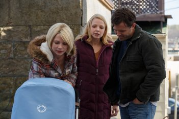 Manchester by the Sea: Casey Affleck e Michelle Williams in una scena del film