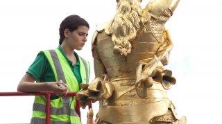 Nocturama: Manal Issa in una scena del film