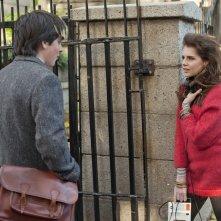 Sing Street: Lucy Boynton e Ferdia Walsh-Peelo in una scena del film