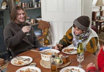 Sing Street: Jack Reynor e Ferdia Walsh-Peelo in una scena del film