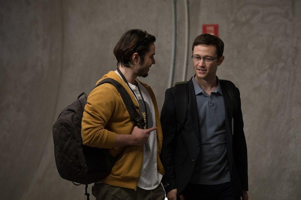 Snowden Joseph Gordon Levitt Ben Schnetzer