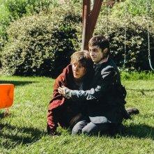 Swiss Army Man - Un amico multiuso: Daniel Radcliffe e Paul Dano insieme in una scena del film