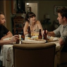 The Hollars: John Krasinski, Charlie Day e Mary Elizabeth Winstead in una scena del film