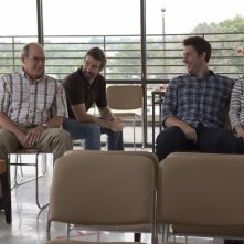 The Hollars: John Krasinski, Charlie Day, Richard Jenkins e Anna Kendrick in una scena del film