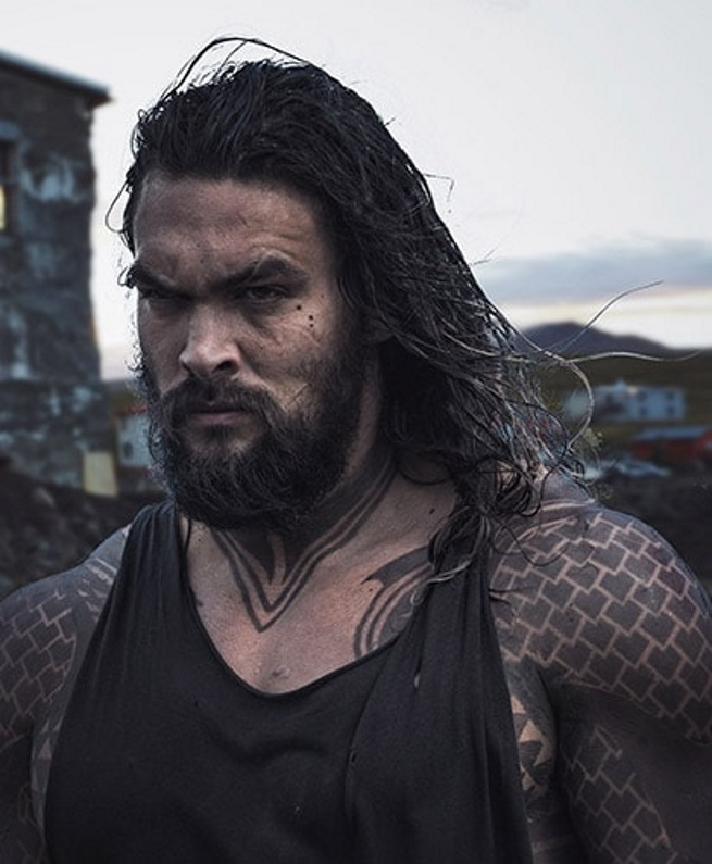 Justice League: una foto di Jason Momoa