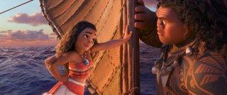 Oceania: Vaiana e Maui in una foto del film