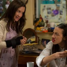 Haters Back Off: Angela Kinsey e Colleen Ballinger in una foto della serie