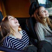 Little Wing: Paula Vesala e Linnea Skog sorridenti in una scena del film