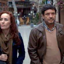 One Last Afternoon: Katerina D'Onofrio e Lucho Cáceres camminano insieme in una scena del film