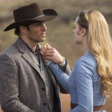 Westworld: James Marsden ed Evan Rachel Wood in The Stray