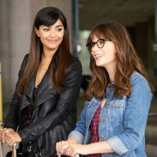 New Girl: Hannah Simone e Zooey Deschanel in Homecoming