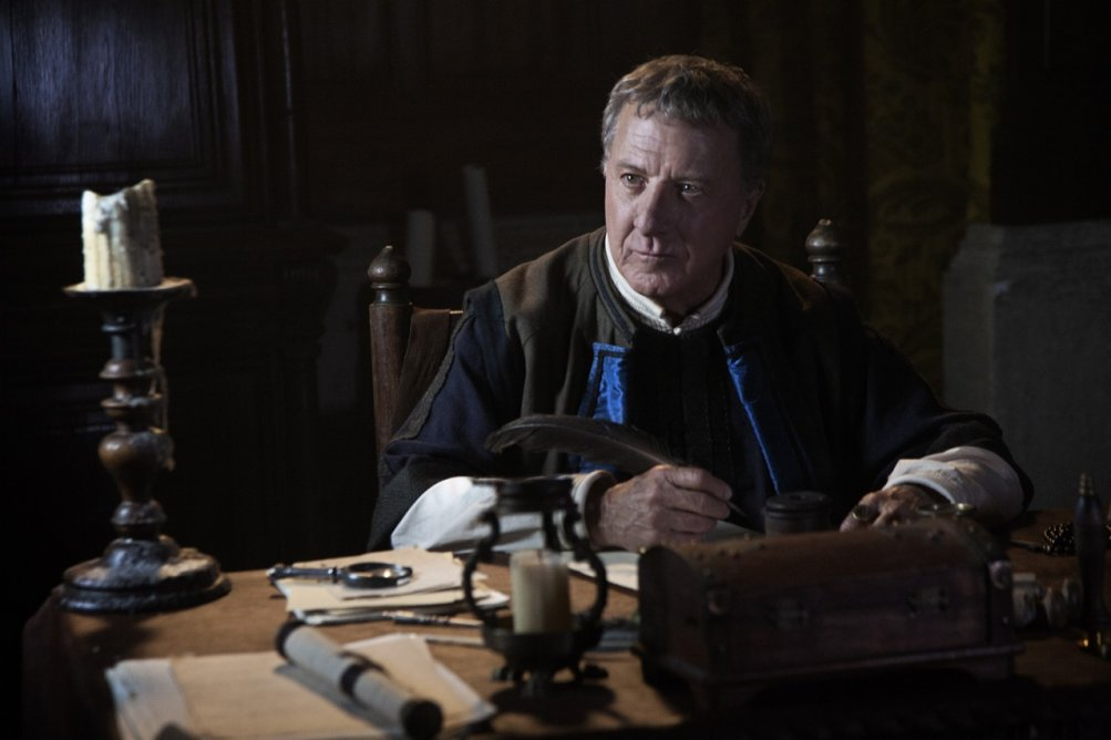 Medici, Masters of Florence: un primo piano di Dustin Hoffman