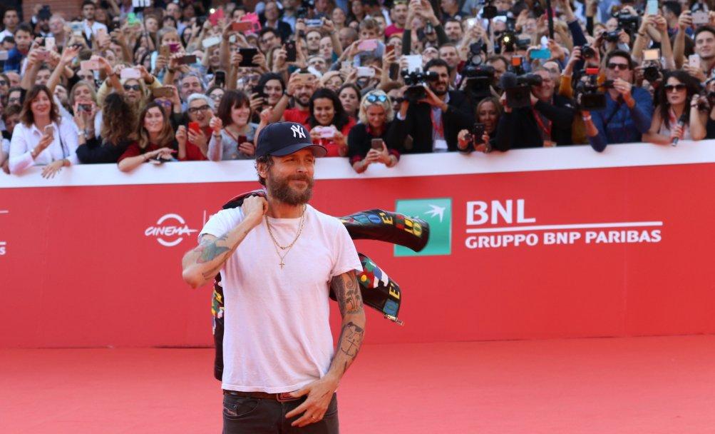Roma 2016: Jovanotti in posa sul red carpet