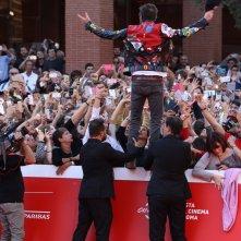 Roma 2016: Jovanotti saluta la folla sul red carpet