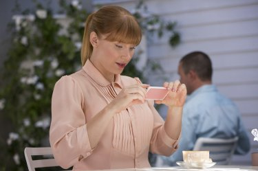 Black Mirror: Bryce Dallas Howard in una foto dell'episodio Nosedive