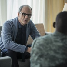 Black Mirror: gli attori Michael Kelly e Malachi Kirby in Men Against Fire