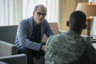 Black Mirror: gli attori Michael Kelly e Malachi Kirby in Men Against Fire