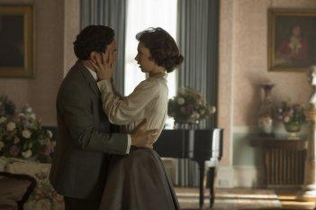 The Crown: Ben Miles e Vanessa Kirby in una foto del decimo episodio