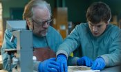 Autopsy: Emile Hirsch e Brian Cox nel raccapricciante trailer red band