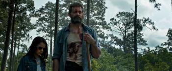 Logan: Hugh Jackman con la giovane co-protagonista in una scena del primo trailer