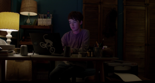 Black Mirror 3: Alex Lawther in una scena dell'episodio Zitto e balla