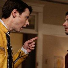 Dirk Gently's Holistic Detective Agency: gli attori Samuel Barnett ed Elijah Wood in una foto del primo episodio