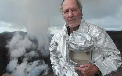 Dentro l'inferno: Un viaggio nell'umanità che circonda i vulcani