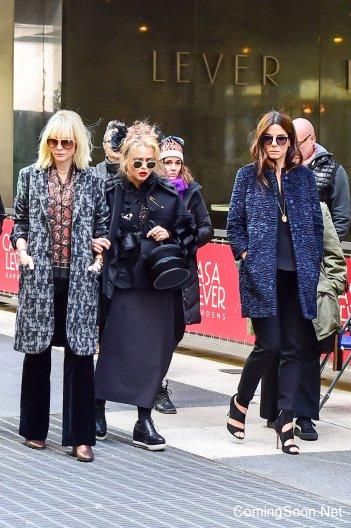 Ocean's Eight: una foto di Cate Blanchett, Sandra Bullock e Helena Bonham-Carter