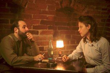 Agnus Dei: Lou de Laâge e Vincent Macaigne in una scena del film