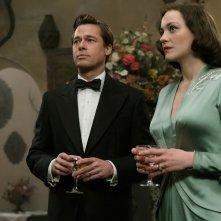 Allied - Un'ombra nascosta: Brad Pitt e Marion Cotillard insieme in una scena del film