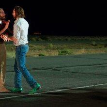 Animali notturni: Jake Gyllenhaal e Aaron Taylor-Johnson in una scena del film