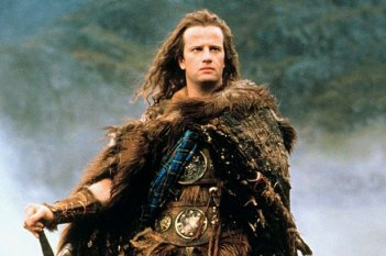 Christopher Lambert in una scena di Highlander