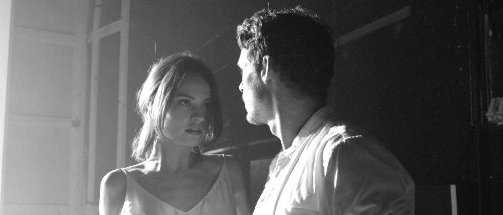 Kenneth Branagh Theatre Company - Romeo e Giulietta: Lily James e Richard Madden in un'immagine dello spettacolo